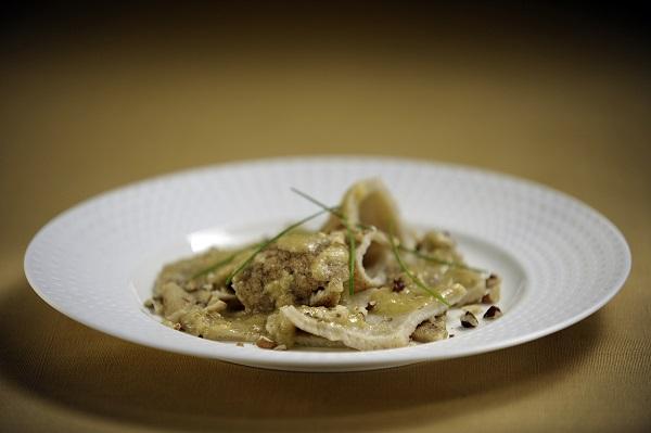 testaroli lunigiana con funghi porcini e pancetta