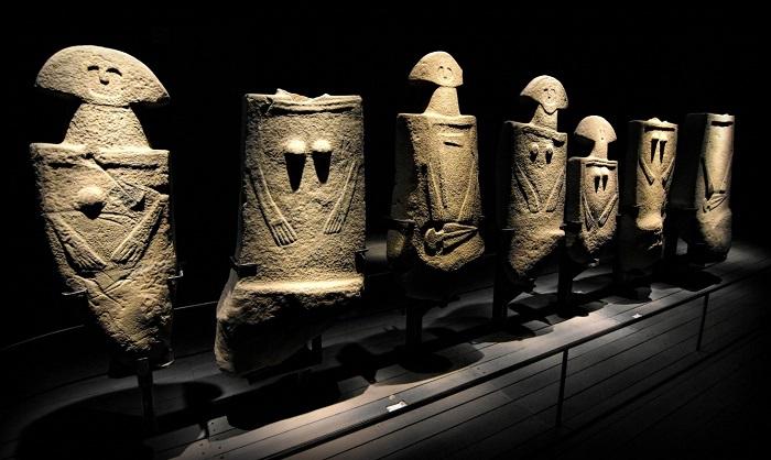 statue-stele-museo-pontremoli